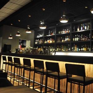 100平米小酒吧个性装修图