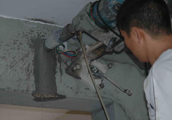 空调安装时怎么打孔呢?