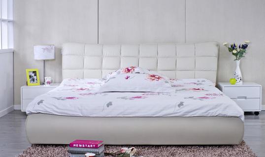 韩式田园风格的双人床尺寸是1.5*2m,外表很是清新自然,质地很光滑圆润,高低床屏个性浪漫,散发出一种春天特有的气息。光滑的表面在清理的时候会非常的轻松方便的。 欧式田园风格的双人床尺寸:1.5*2m,和一般的欧式风格的家具不一样的是,床头床位以及柱子之类的部件上面,都没有添加什么比较复杂的雕花,能看到的只有温润细腻的雕刻,简简单单的,有着自然的风韵。