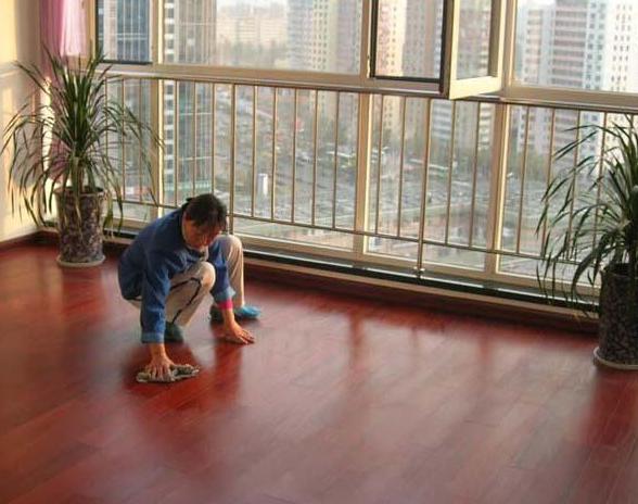地板打蜡需要针对不同的地板而言