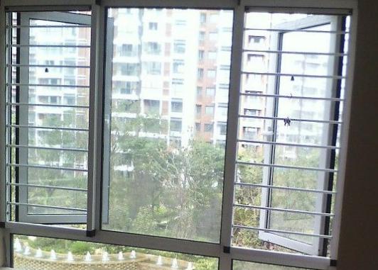 两种常见的防盗纱窗材料!