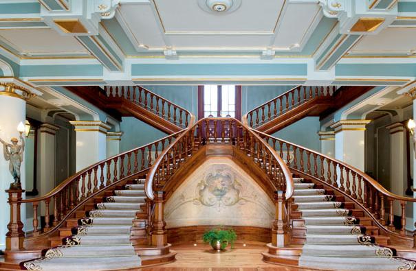 实木楼梯让别墅装修更有魅力