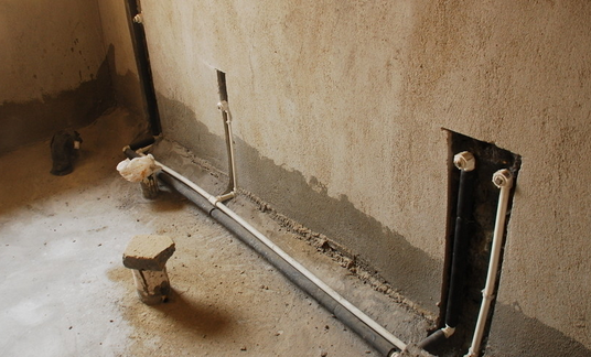 左右,左边是热水管,右边是冷水管;而淋浴处的距离是   左右.冷热图片