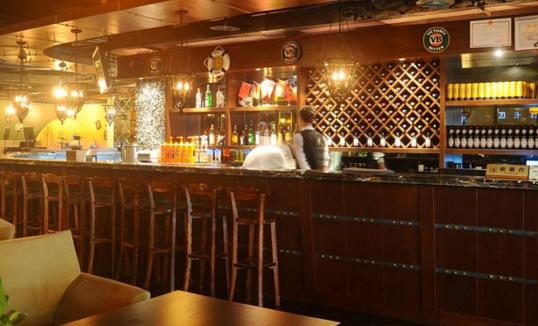 不同风格类型的酒吧吧台