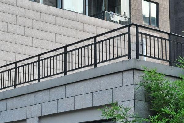 阳台护栏的高度该如何设定