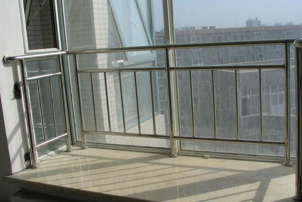 阳台护栏的栏杆间距标准-重庆齐装网