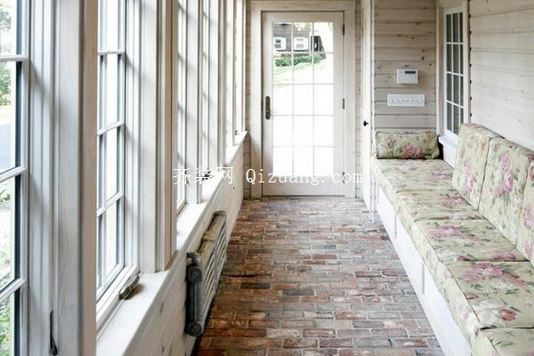 封闭式阳台装修的窗户类型