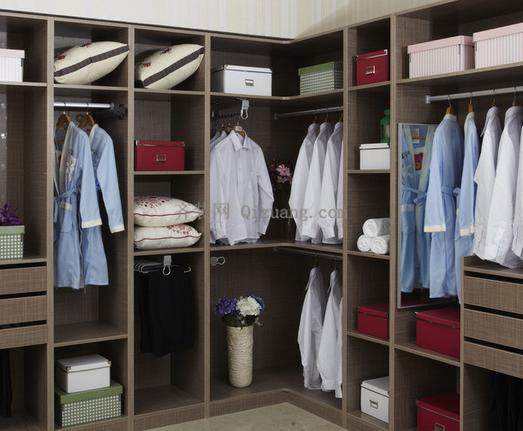 衣柜尺寸不好好设计,妹纸衣服难以摆放