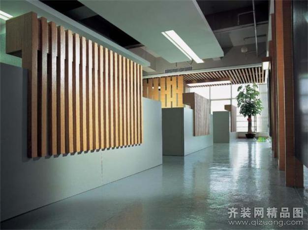 办公场所 墙壁上的竖纹木条装饰图片高清图片