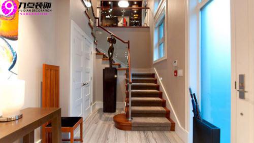 客厅楼梯装修