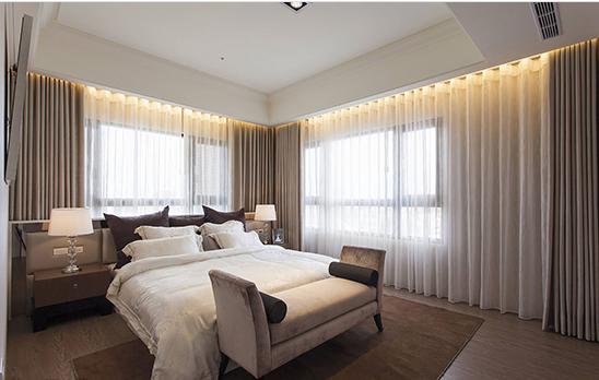 房间木地板可使用较温暖的色调