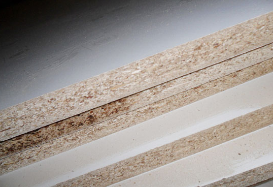 同理密度板的胶水含量多.还有一个就是握钉力不好
