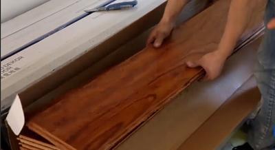 阳台漏水才知道木地板是假的?买木地板你应该知道4大陷阱!