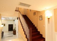 复式楼楼梯装修中的楼梯地板和家用地板一样吗