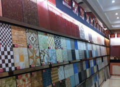 几十跟上百的瓷砖区别  不要花钱买到劣质瓷砖就好