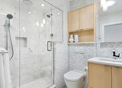 浴室安装玻璃门还是浴帘好 带你一探究竟两者的区别