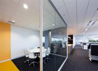 昆明办公室装修怎么做隔断 办公室屏风隔断哪种好看
