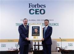 马云获终身成就奖 13年来全球首位互联网领导者获奖