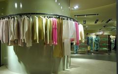 现代简约-衣服店
