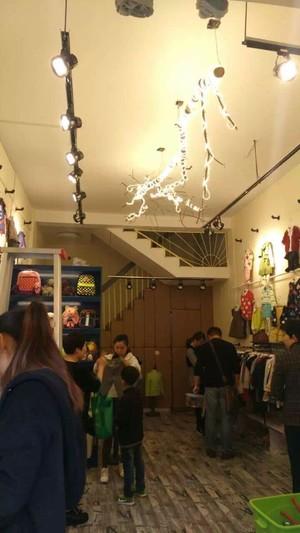 光彩大市场童装店