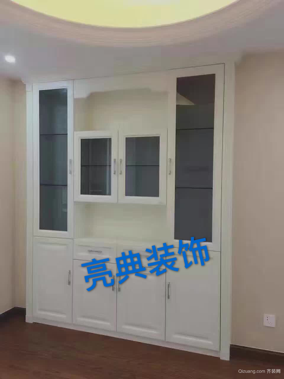 香港花园壁柜打造尾声现代简约装修效果图实景图