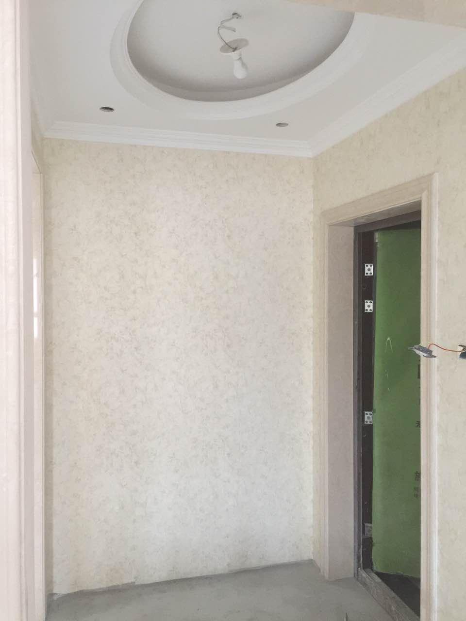 万龙丽水湾18栋1302壁纸粘贴现代简约装修效果图实景图