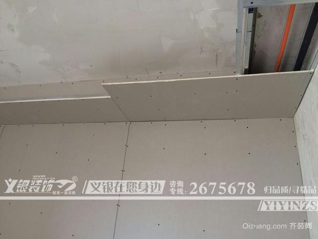颐景湾畔工地吊顶实拍现代简约装修效果图实景图