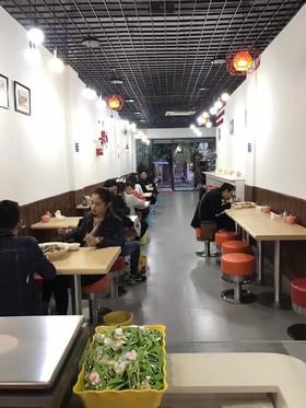 新华书店旁冒菜馆
