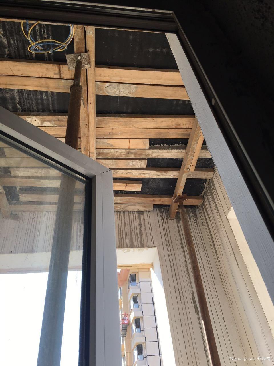 紫城半岛封外阳台现代简约装修效果图实景图