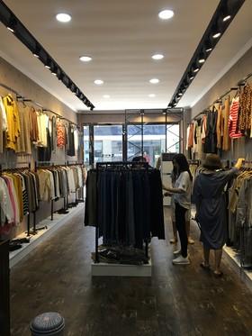 国贸服装店