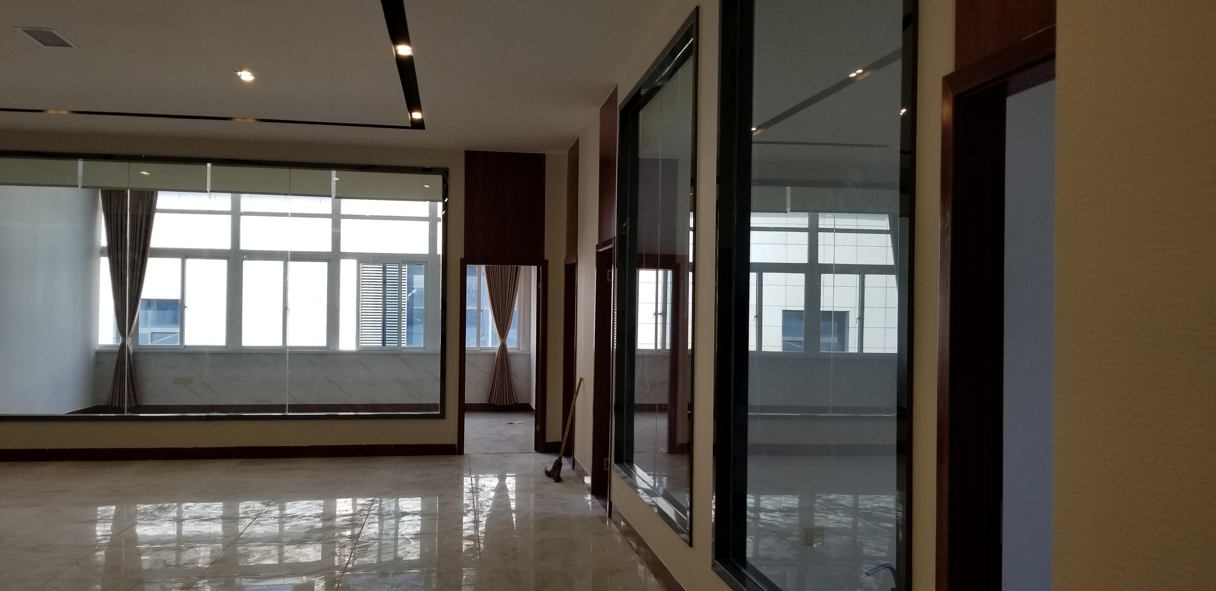 晟辉建筑公司现代简约装修效果图实景图