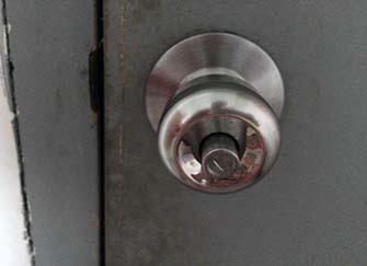 门把手什么材质的好 门把手松动怎么调紧 圆的旋转门把手坏了怎么修
