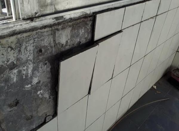墙砖空鼓一般多久出现 墙砖空鼓率国家标准 墙砖空鼓不砸砖的补救方法