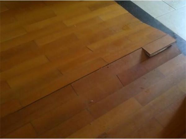 木地板破损若何修补
