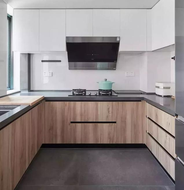 127平米现代简约三居室厨房装修