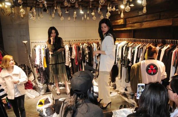 郑州女性服装店装修
