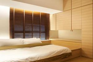 小户型卧室榻榻米背景墙装修效果图