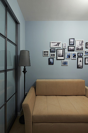 怀旧的现代风格客厅装修照片墙设计图片欣赏