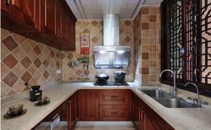 现代美式U字型厨房大理石橱柜效果图