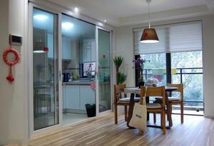 温馨宜家两居室厨房玻璃隔断推拉门图