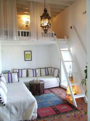 现代美式风格错层小卧室足彩导航效果图赏析