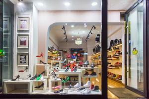 36平米现代简约风格鞋店设计装修效果图