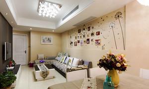 69平米现代简约风格客厅照片墙设计效果图赏析