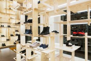 65平米简约风格鞋店展柜设计装修效果图