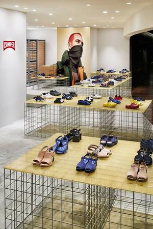 78平米后现代风格鞋店装修效果图赏析