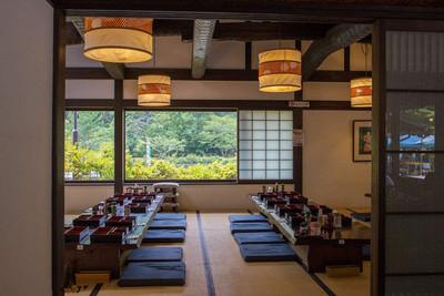 现代日式餐厅装修效果图