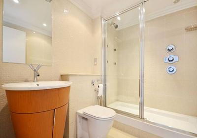 卧室带卫生间玻璃移门装修效果图