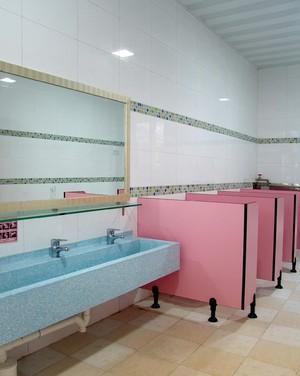 幼儿园粉色卫生间装修效果图