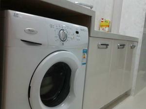 厨房放滚筒洗衣机效果图