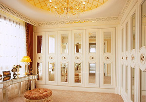 欧式带衣帽间的别墅主卧室足彩导航效果图